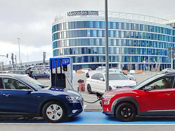 Ladegesellschaft am Flughafen Stuttgart