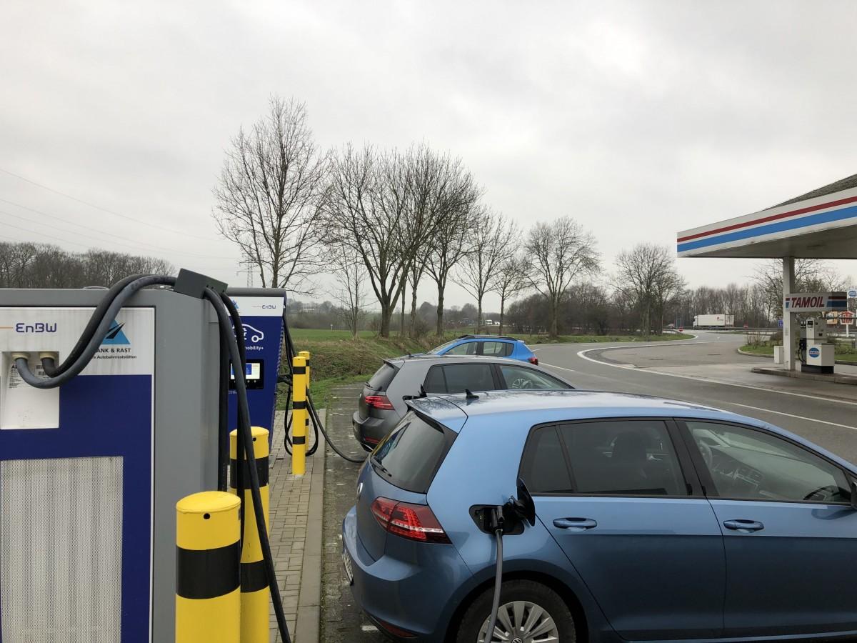 A44 Soest Süd ist um einen HPC mit 2x CCS 150kW und 1x ChaDeMo erweitert