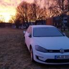 Gefrosteter e-Golf bei Sonnenaufgang