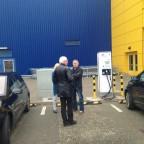 Bei IKEA Ulm - am Doppellader 20kW CCS im netten Gespräch mit 2 ZOE-Fahrern