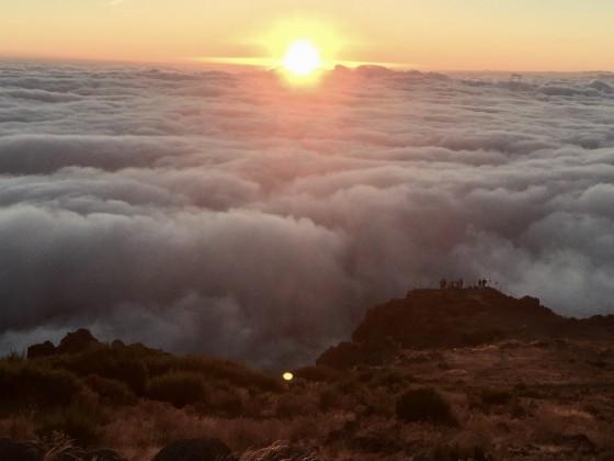 Madeira über den Wolken früh am Morgen